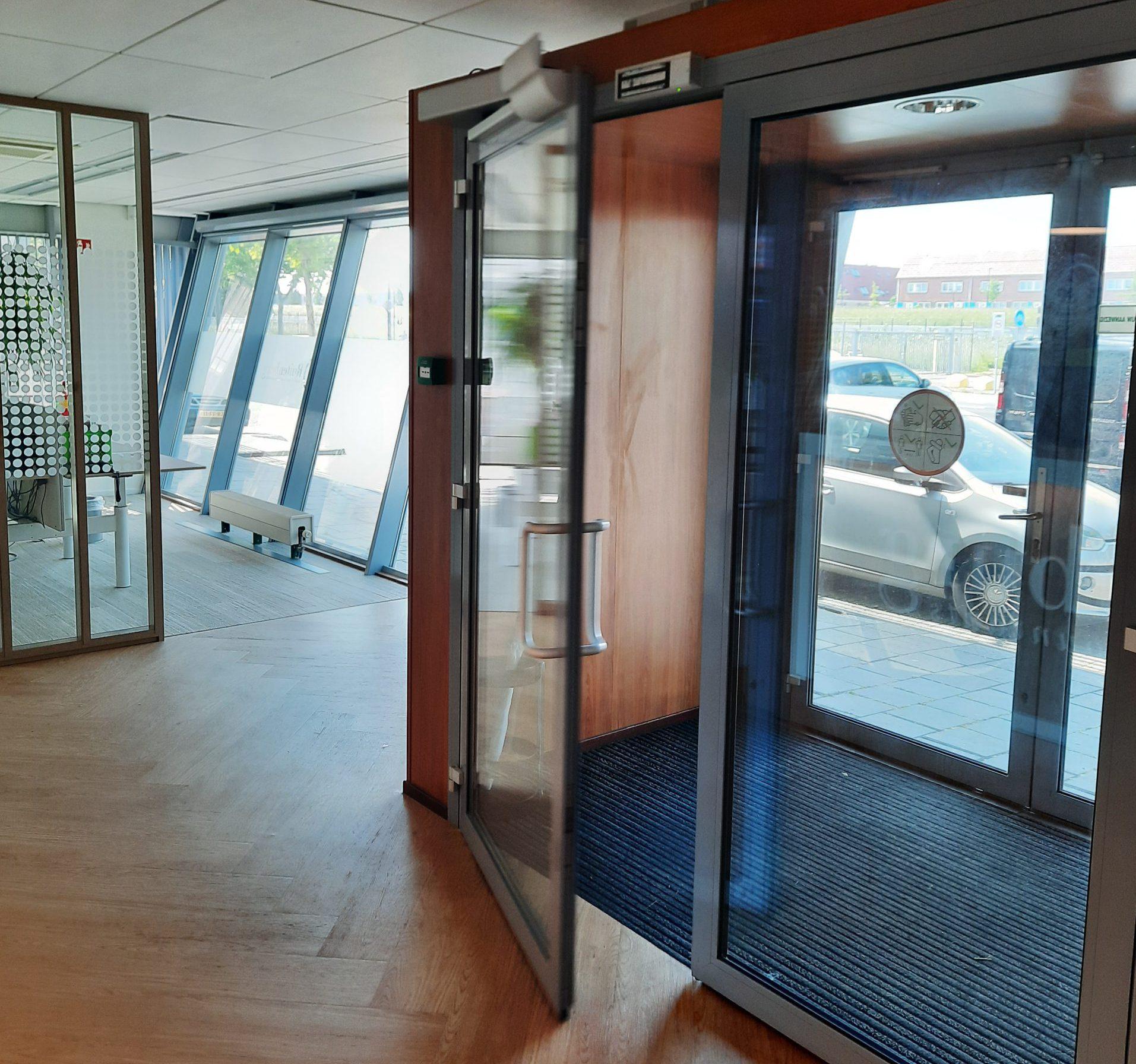 Binnendeur Bij Ruijtenburg In Maassluis